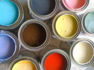 屋根の塗装を行う時には塗料選びも大事です!塗料の種類とそれぞれの特徴