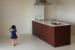 キッチンリフォームでアイランドキッチンにしたい方必見!日本の家庭に導入すると使い辛いと言われる理由