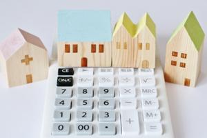 どの位費用が違うのか?屋根の葺き替えとカバー工法(重ね張り)の価格を比較すると…