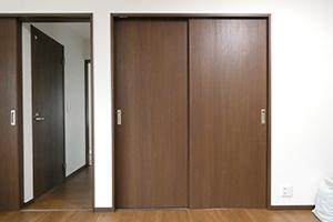 押入れの引違戸を洋風の引き戸に取り替える費用…5万円前後