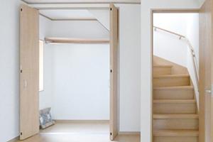 押入れの中の収納部分を洋風にリフォーム(内装のみ)…5~10万円前後