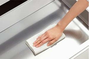 収納部分を常に清潔に保つ!ラクエラの「ステンレス引き出し底板」