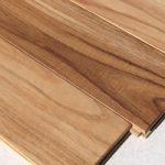 天然木材のフローリング