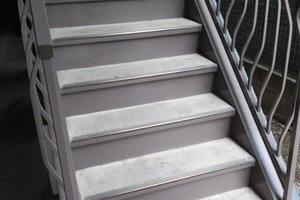 出来れば玄関を別にしたり外階段を設置を検討しよう